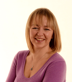 this is a head and shoulders shot of the author and teacher lorraine murray who also founded Connected Kids Ltd